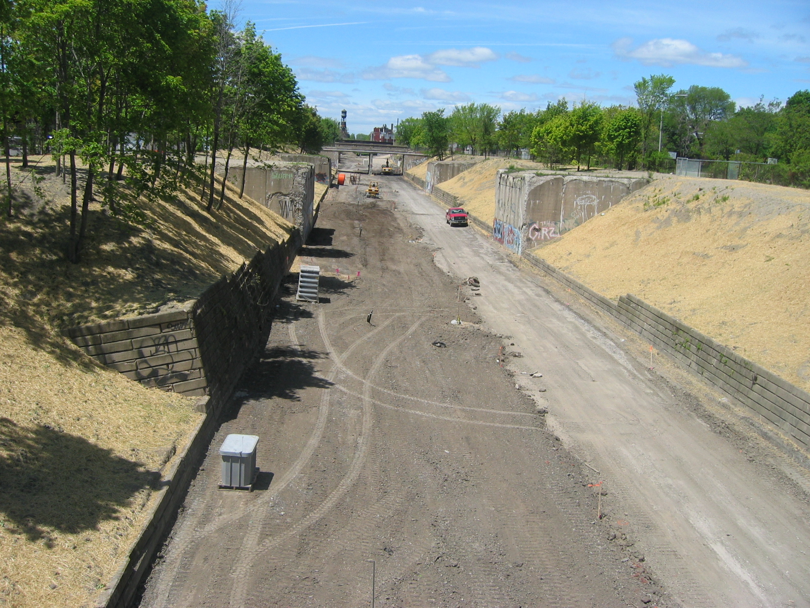 The trail will be on the right half of the Dequindre Cut right-of-way